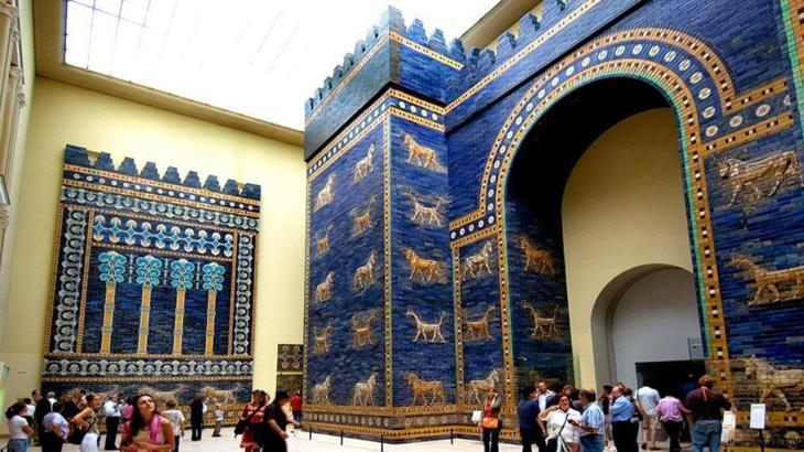 Bergamonmuseum Ishtar Gate Babylon original glazed bricks processional wall