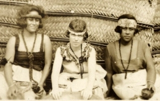 l0076931-margaret-mead-sitting-between-two-samoan-1024x502