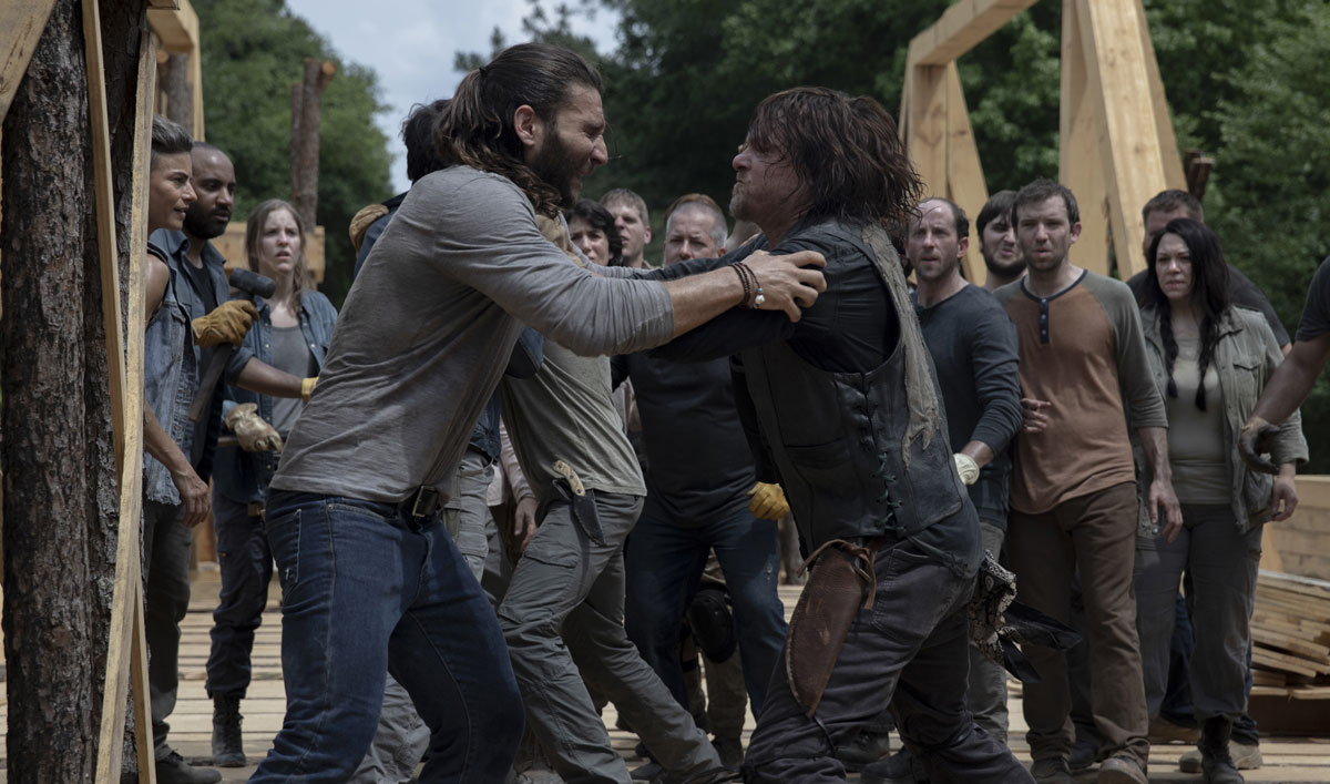 the-walking-dead-episode-903-daryl-reedus-fight-1200x707-1